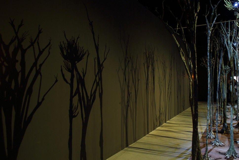 N'Dari Lo, La Muraille Verte - Trans Fer - Vue de l'exposition à la Fondation Blachère à Apt - Photo ©Jérémie Pitot