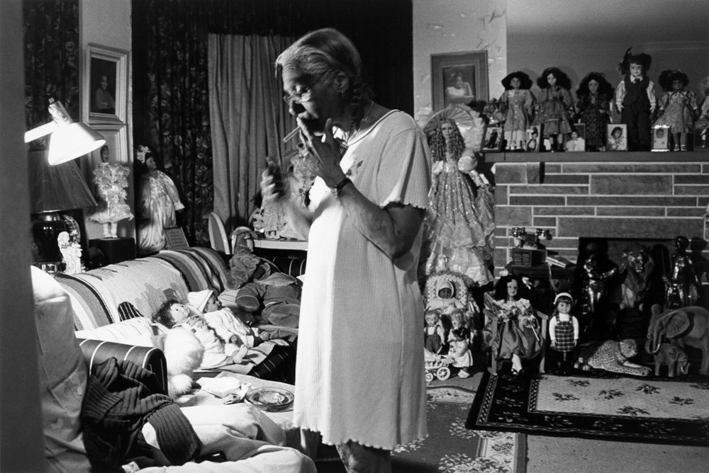 Latoya Ruby Frazier - Grandma Ruby Smoking Pall Malls, 2002 - Des Visages - Le temps de l'Autre - Carré d'Art à Nîmes - Salle 2