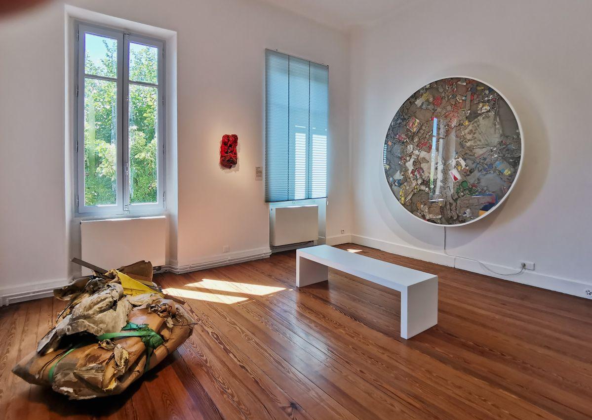 Recyclage/Surcyclage à la Villa Datris - Amas, compressions, strates - Vue de l'exposition