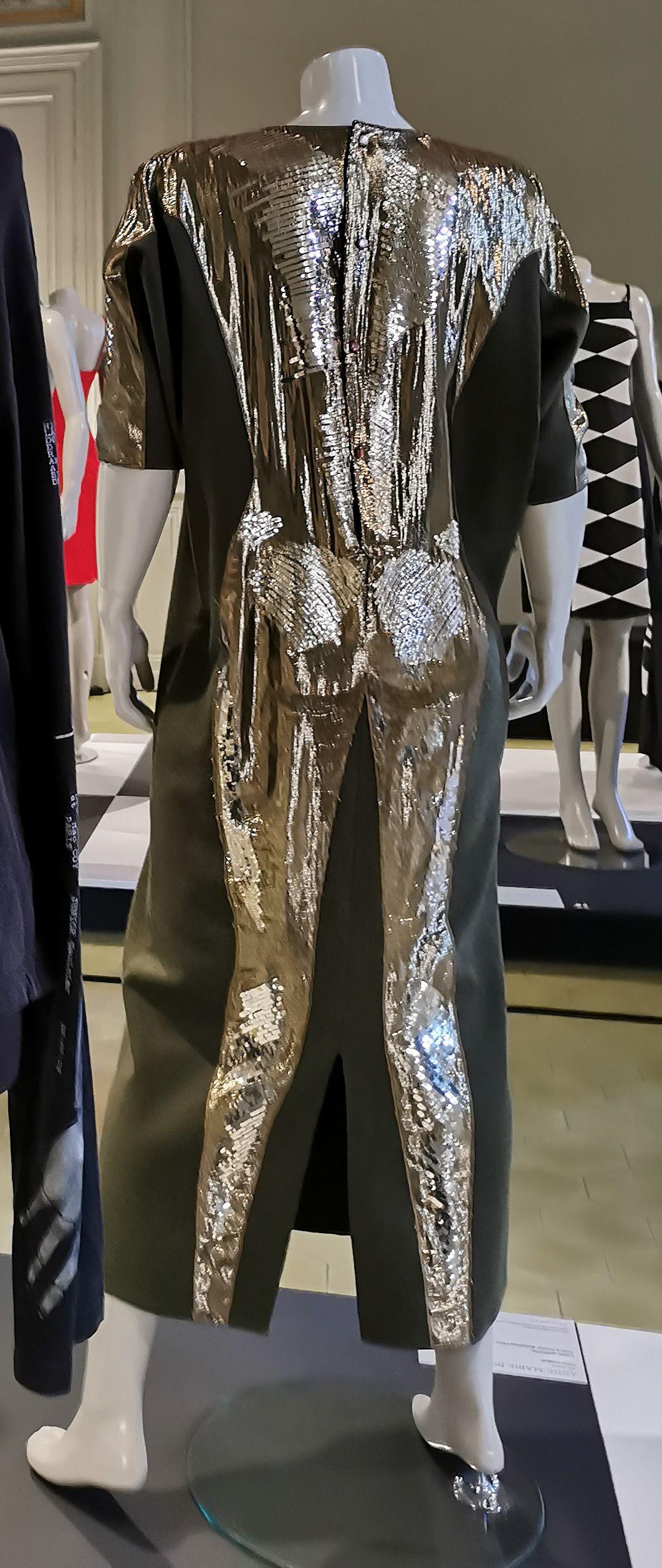 Anne-Marie Beretta - Robe longue « Astre », 1984-1985 - L'héritage surréaliste dans la mode au Château Borély - Grand Salon