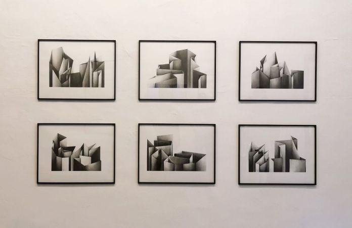 Amandine Simonnet - Série Tentatives d'élévation, 2019-2020 - «Does the angle between two walls have a happy ending» 27 et 33 rue St Jacques - PAC 2020 - Marseille