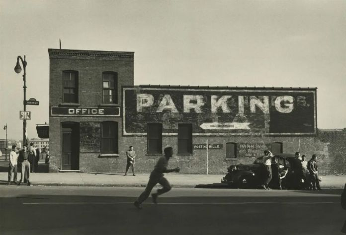 Dan Weiner - East End avenue NY 1950