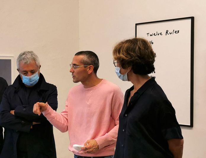 Gilles Pourtier entre Isabelle et Roland Carta - «Does the angle between two walls have a happy ending» 27 et 33 rue St Jacques - PAC 2020 - Marseille