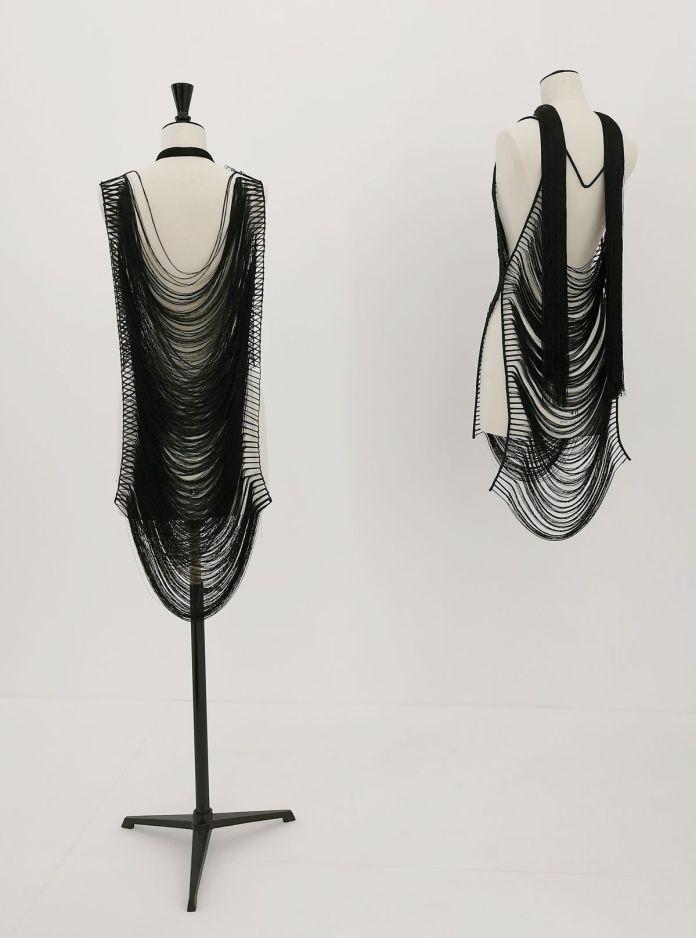 Jeanne Vicerial - Deux robes, deux fils, 2020 - Des Vies - ¡ Viva Villa ! 2020 - Les vies minuscules à la Collection Lambert, Avignon