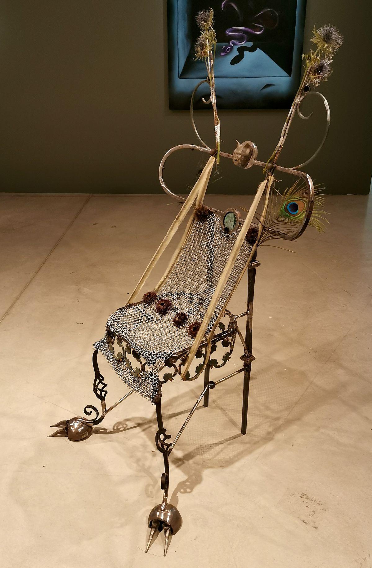Nils Alix-Tabeling - 3 chaises sympathiques (Chat-Mite-Sphinx), 2020 - Possédé·e·s au MO.CO. Panacée