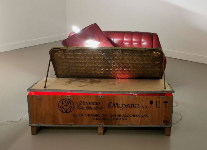 Sarah Lucas - Fuck Destiny, 2000 - 00s - Collection Cranford - les années 2000 au MOCO Montpellier