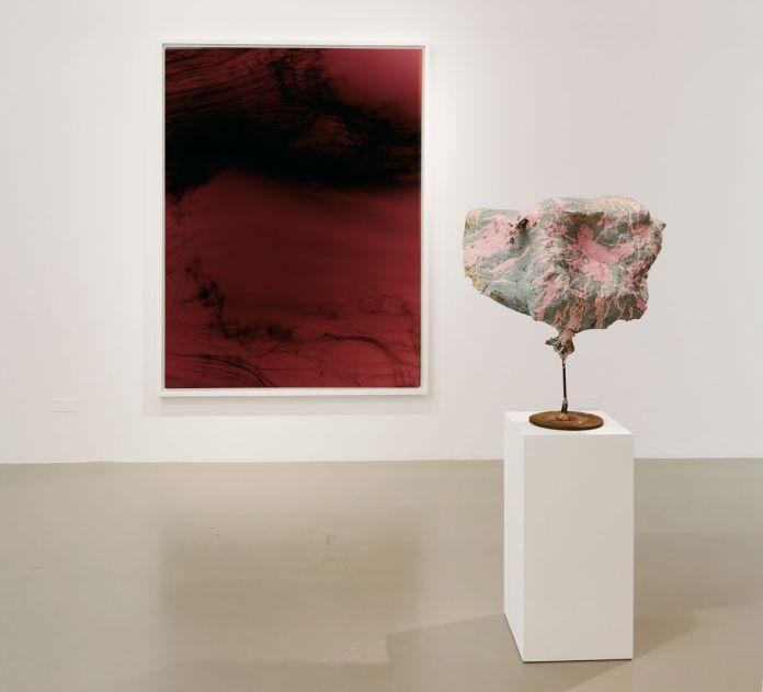 Wolfgang Tillmans - Einzelganger III, 2003 et Franz West - Untitled, 2003 - 00s - Collection Cranford - les années 2000 au MOCO Montpellier