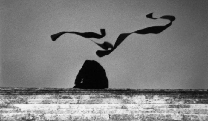 Corinne Mercadier - D'Arles, la suite. Annonce 1, 2005. Tirage sur papier baryté d'après fichier numérique. 120 x 70 cm