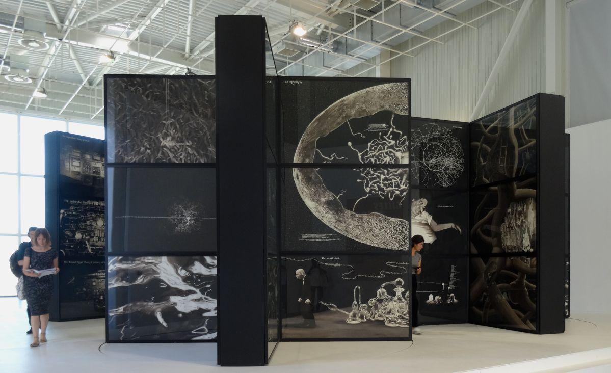 Gilles Barbier - La Boîte Noire, 2015 - Echo système - Panorama de la Friche la Belle de Mai, 2015 - Photo En revenant de l'expo