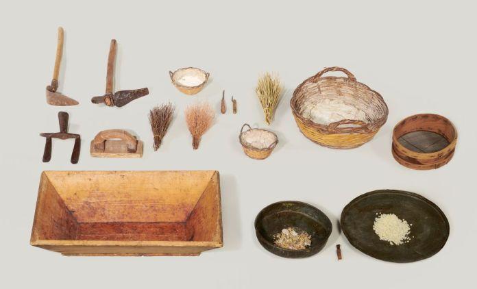 Matériel utilisé pour l'entretien du lentisque, l'extraction et l'obtention du mastiha © MucemMarianne Kuhn