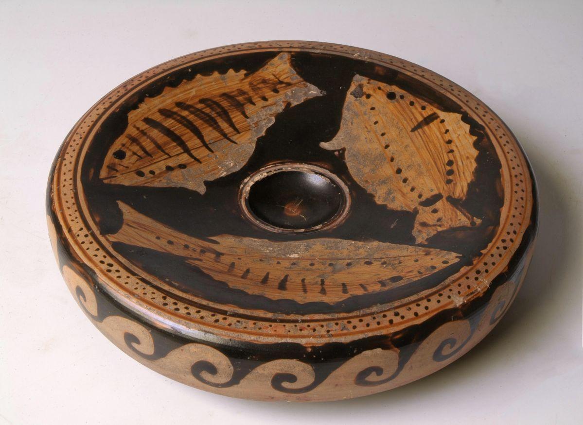 Plat à poisson, Paestum, Italie du Sud, 350-325 av. J.-C. © Musée Saint-Raymond, Toulouse