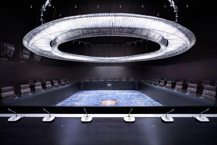Luca Zanier, Comité exécutif de la FIFA I, Zurich, série Corridors of Power [Les couloirs du pouvoir], 2013 © Luca Zanier