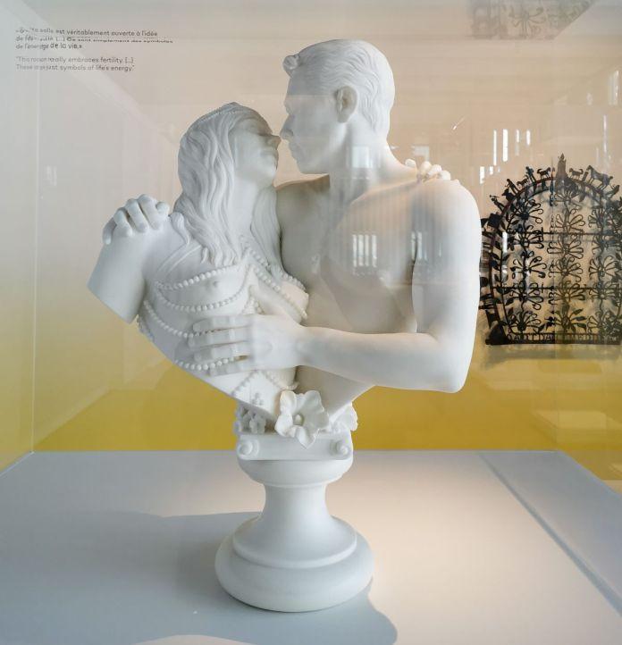 Jeff Koons – Bourgeois Bust - Jeff and Ilona, 1991 - Jeff Koons au Mucem - Œuvres de la Collection Pinault - Salle 3 - vue de l'exposition