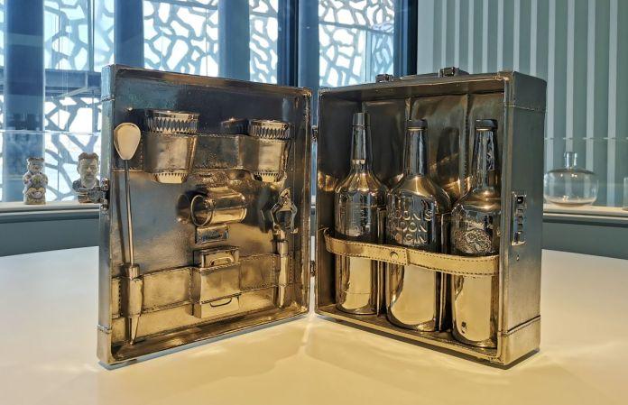 Jeff Koons – Travel Bar, 1986 - Jeff Koons au Mucem - Œuvres de la Collection Pinault - Salle 2 - vue de l'exposition