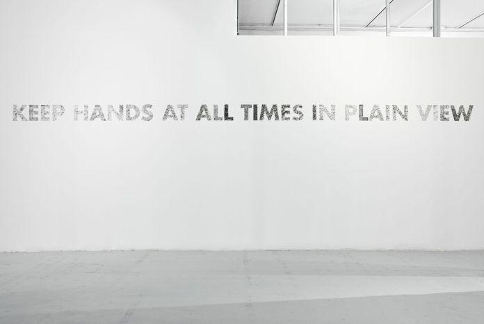 Gilles Pourtier - KEEP HANDS AT All TIME IN PLAIN VIEW, 2021 - Rodéo Sauvage au Château de Servières ®Jean-Christophe Lett
