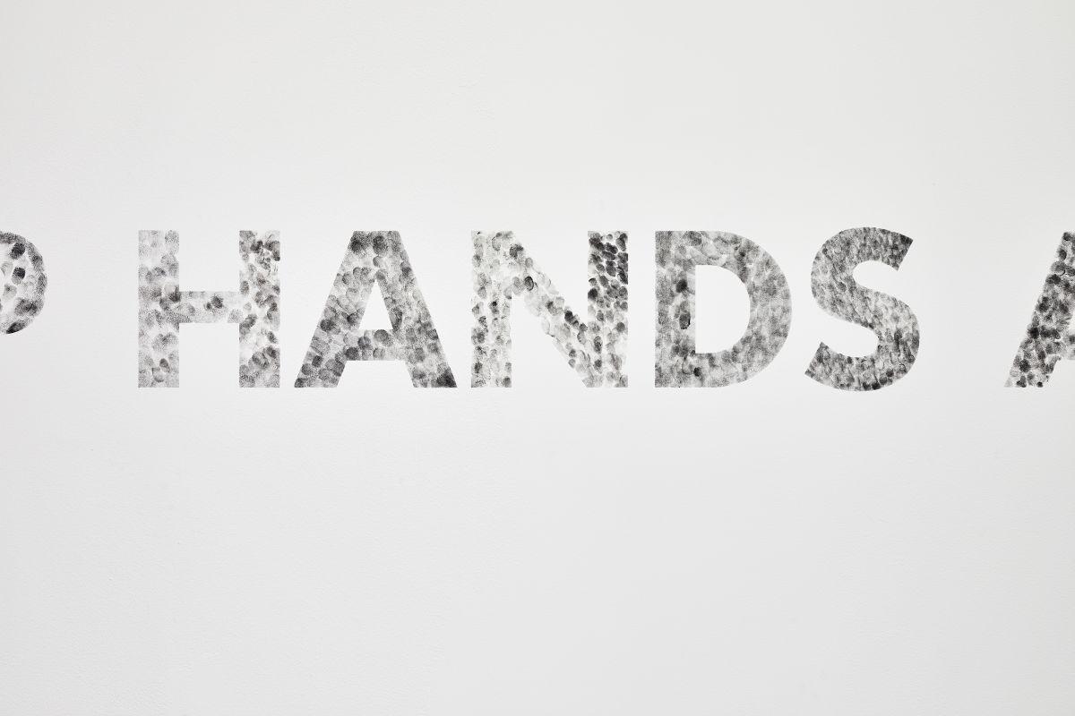 Gilles Pourtier - KEEP HANDS AT All TIME IN PLAIN VIEW, 2021 (détail 1) - Rodéo Sauvage au Château de Servières ®Jean-Christophe Lett
