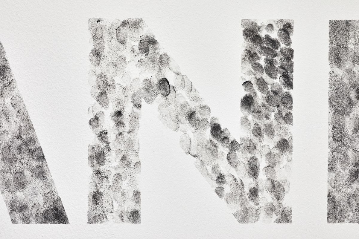 Gilles Pourtier - KEEP HANDS AT All TIME IN PLAIN VIEW, 2021(détail 2) - Rodéo Sauvage au Château de Servières ®Jean-Christophe Lett