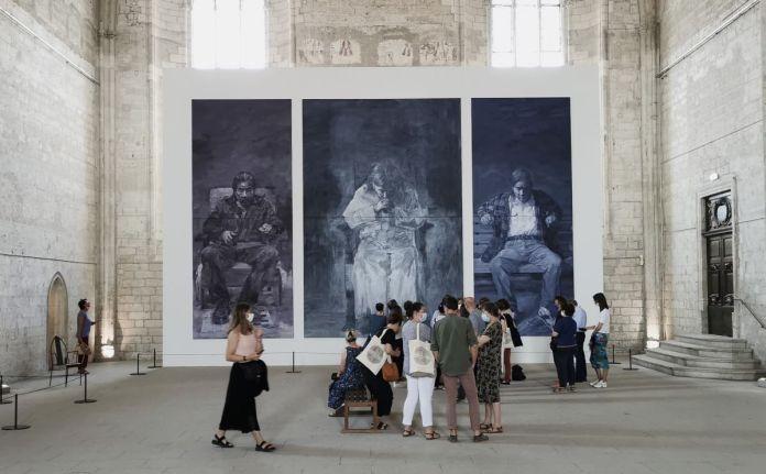 Yan Pei-Ming - Autoportrait en trois personnes, 2020 - Tigres et vautours à la Grande Chapelle du Palais des Papes – Avignon