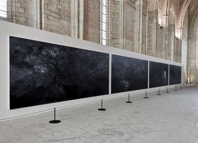 Yan Pei-Ming - Exode, 2020. Huil sur toile, quadriptyque. Chaque panneau 250 x 600 cm