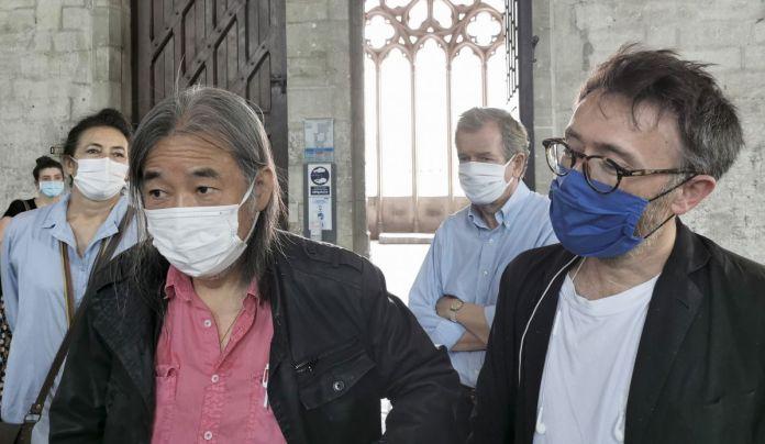 Yan Pei-Ming, Stéphane Ibars, Dominique Vingtai et Alain Lombard devant Exode à la Grande Chapelle du Palais des Papes – Avignon