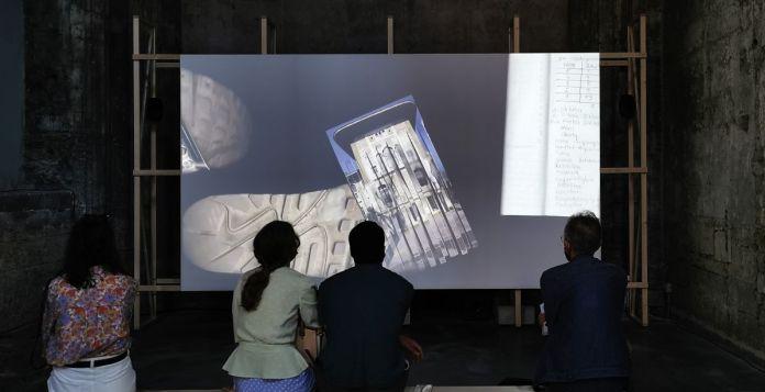Aykan Safoğlu - irius se couche - Exposition Prix Découverte Louis Roederer 2021 aux Rencontres d'Arles