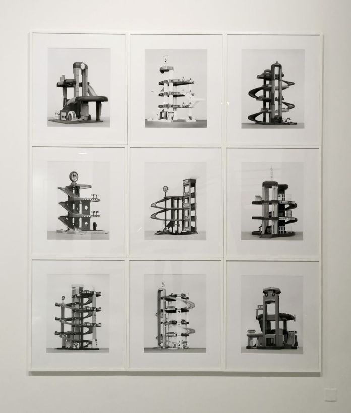 Pascal Navarro, Garages (with Becher), 2021. Ensemble de 9 photographies, tirage pigmentaire noir et blanc. 60 x 65 chacune. Memories Still Green - Vidéochroniques