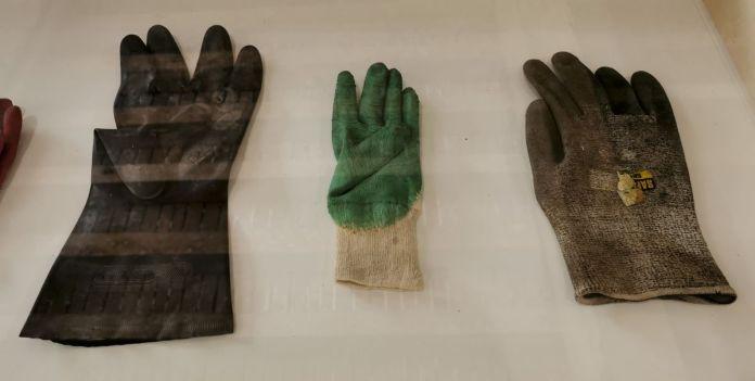 Suzanne Hetzel, Trouvailles-gants de travail (de la série Trouvailles), 2016 - Memories Still Green - Vidéochroniques