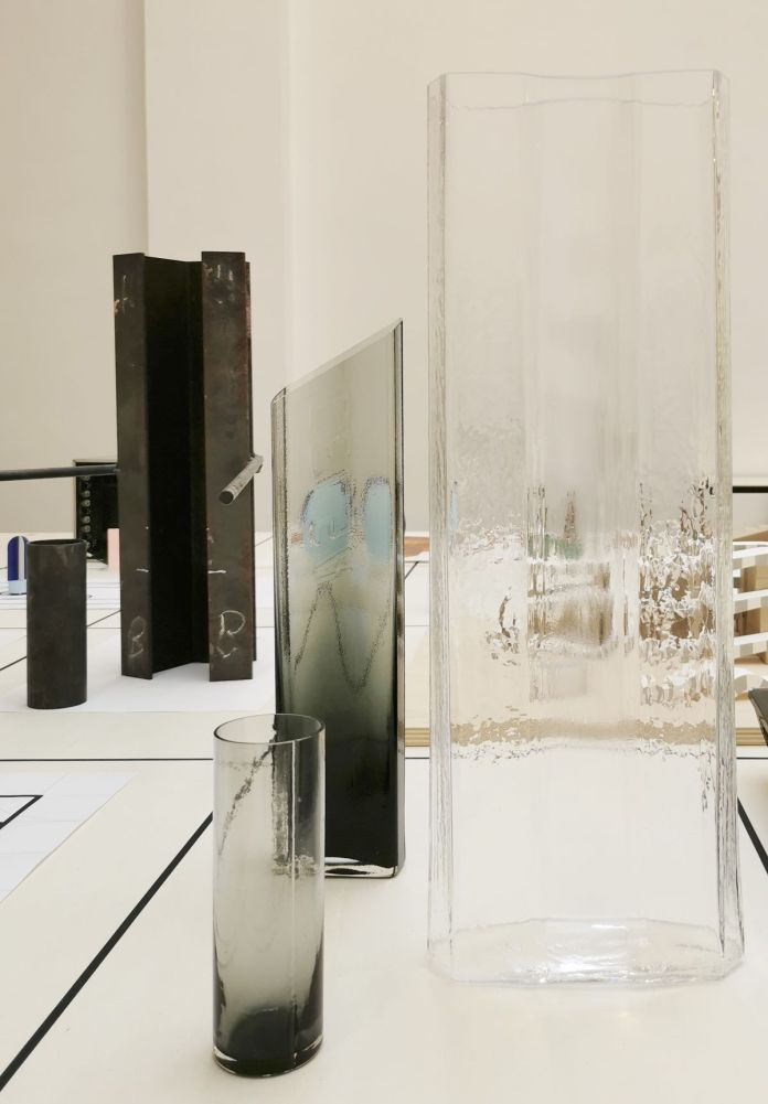 Baptiste Meyniel - Moule carafe Beam et moule du verre, Cirva 2021 et Carafe Beam, verre et expérimentation, cirva 2020 - Pirouettes au Studio Fotokino – Marseille