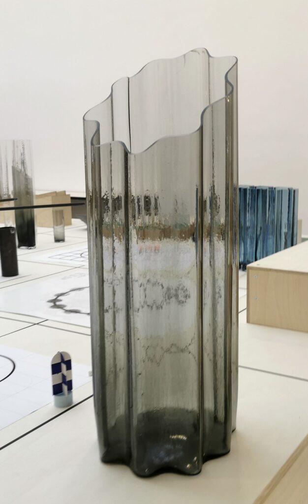 Baptiste Meyniel - Série Ondulé, coupe en biais, vase, Cirva 2020 - Pirouettes au Studio Fotokino – Marseille
