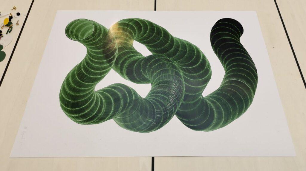 Baptiste Meyniel - dessin extrudé, tube vert diam 9cm, 2021 - Pirouettes au Studio Fotokino – Marseille