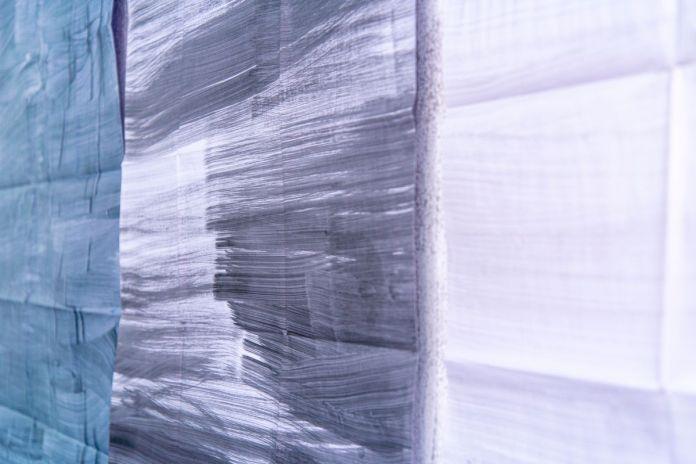 Katharina Schmidt - Affiches de la série plan_Belsunce, peinture acrylique, peinture à la bombe, feutre ou dessin numérique sur papier d'imprimante, 84 x 119 cm, 2013 - 2021 - Vue de l'exposition Belsunce - Art Cade - Photos © Aurélien Meimaris