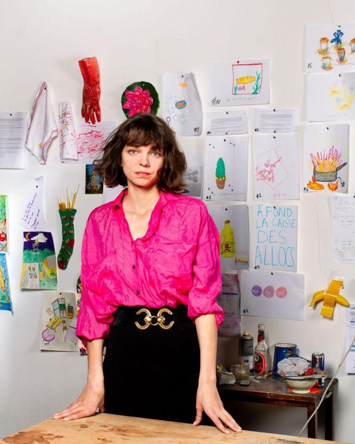 Mégane Brauer dans son atelier à Triangle - Astérides, centre d'art contemporain, Marseille, 2021. ©August photographies