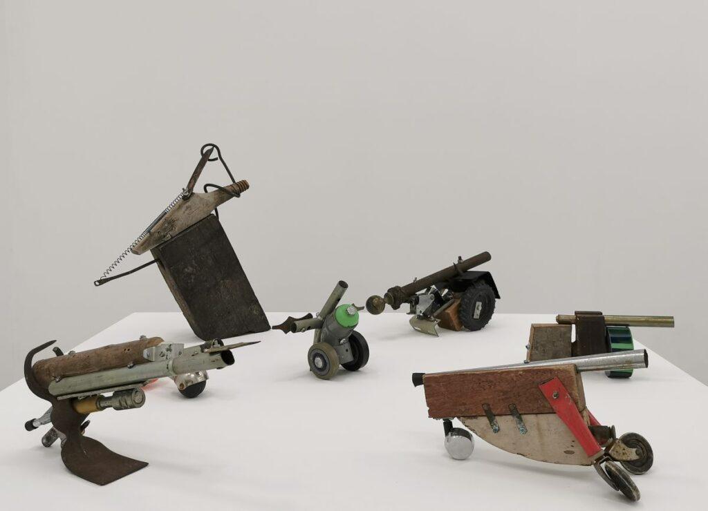 Daniel Dezeuze - Armes (canons de table), 1987 - SOL ! La biennale du territoire au MOCO Panacée