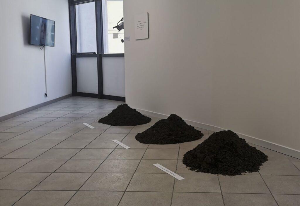 Yoko Ono - Three Mounds (1999-2008) - Under the same sky à l'Aire - Arles