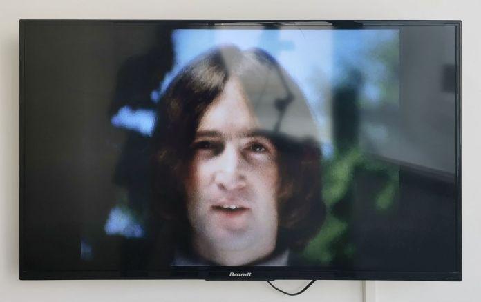 Yoko Ono - film n°5 (Smile) (1968) - Under the same sky à l'Aire - Arles
