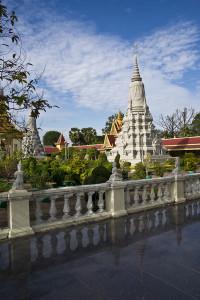 Stupa nei giardini della Pagoda d'Argento