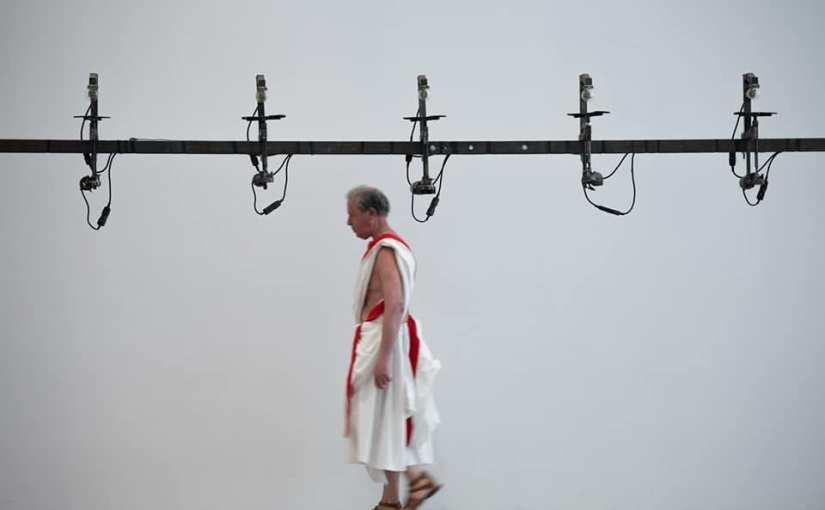 GIULIO CESARE, PEZZI STACCATI di Romeo Castellucci: sulla retorica e il potere