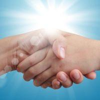 Cómo fidelizar a tus clientes ofreciendo servicios de otros profesionales cuando visiten tu web