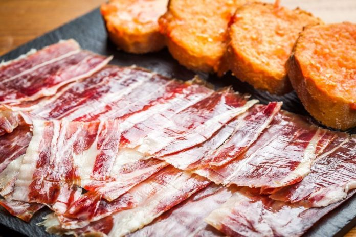 Differences between Serrano and Iberian ham, get to know them! - Enrique  Tomás ®