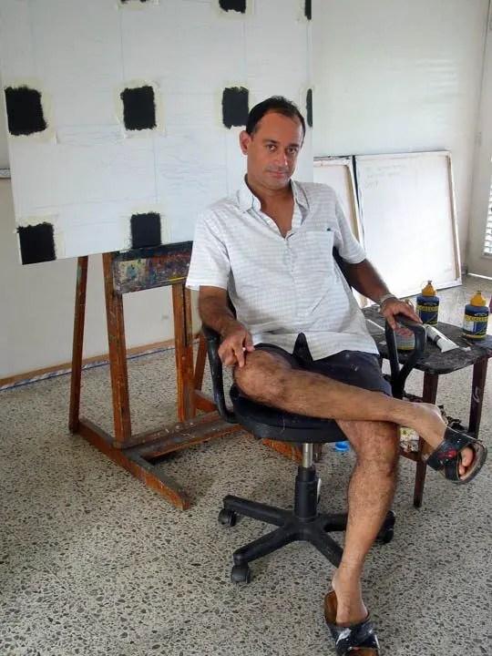 Enriquillo Amiama artist at his studio