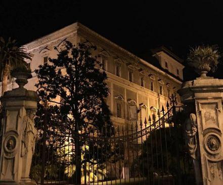 Fachada Palacio Barberini tour especial roma de noche