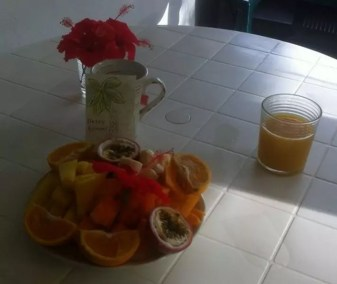 Petit-déjeuner du jour de mes 26 ans : merci à mes Couchsurfeurs
