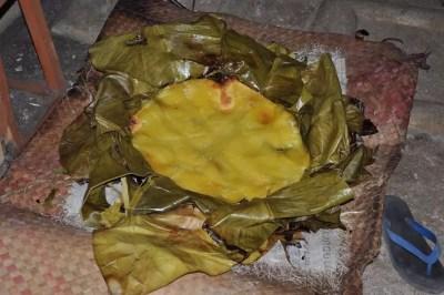 Le plat national du Vanuatu, le laplap, un mélange de tubercules et de viandes cuites à l'étouffée avec des pierres chaudes