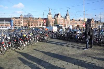 Amsterdam et ses vélos... partout