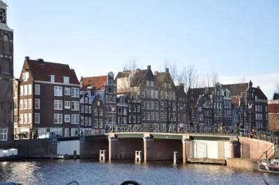 Un des nombreux pont d'Amsterdam