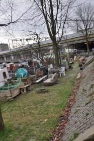 Un squat sur les bords d'un canal