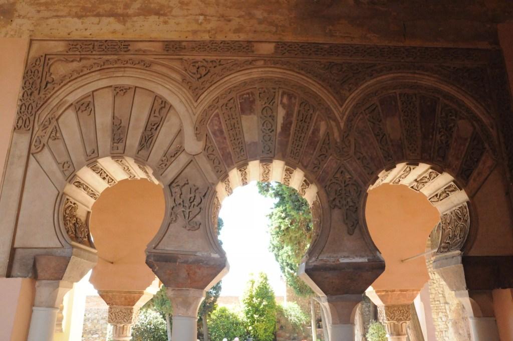 alcazaba-teatro-romano-arches-sculptees