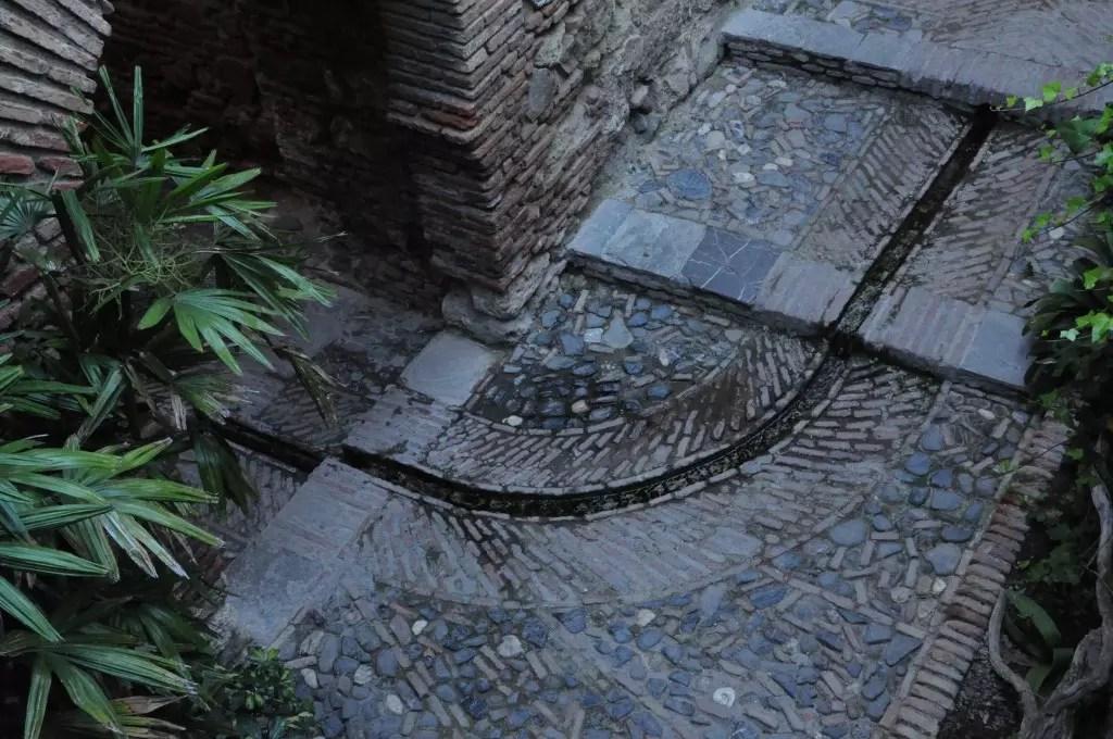 alcazaba-teatro-romano-circulation-eau