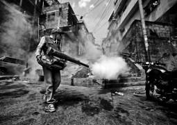 Como guerreros fumigan contra el Zika y Chikungunya