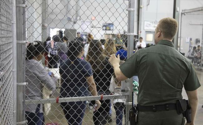 Los súper-dotados maricones gringos siguen deteniendo a mansalva a niños migrantes...